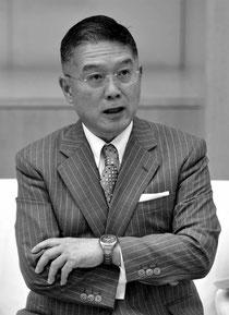 石原都知事と歓談する惠氏=写真撮影はベルテールメディア・出井重忠