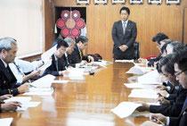 北朝鮮の長距離弾道ミサイル発射実験への対応を協議した臨時庁議=22日午後、市役所