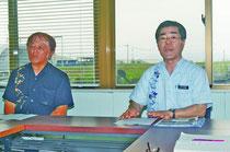 4年以上の滞納者を対象にスプリンクラーの給水停止を発表する大江事務局長と蔵下芳久・理事=石垣島土地改良区、登野城。