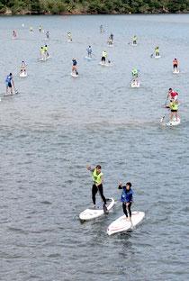 八重山初のSUP大会が開催された=7日午前、浦内川