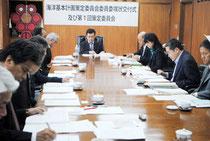 石垣市海洋基本計画策定委員会の初会合が開かれた=13日午後、市役所