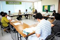 幼児教育振興アクションプログラム案を審議した幼稚園教育振興会議=4日午後、市教委