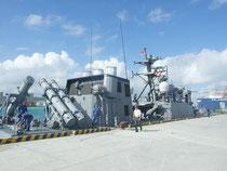 石垣港へ入港したミサイル艇「おおたか」=24日午後、石垣港