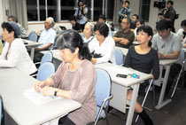 PAC3の即時撤去を訴える声が相次いだ平和憲法を守る八重山連絡協議会の集会(11日夜)