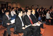尖閣諸島開拓の日式典には約200人が参加した=14日午後、市民会館中ホール