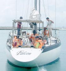 初めてヨットセーリングを体験した福島東稜高校の生徒たち=12日午後