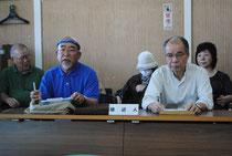陳述後に記者会見する新垣共同代表(前列左)ら=5日午前、市役所