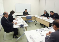 対応策について協議した竹富町教育委員会の定例会=26日午後、離島ターミナル