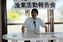 尖閣周辺の釣りツアーに参加後、石垣島で記者会見する山田衆院議員(1日午後)