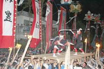 四ヵ字豊年祭ムラプールで勇壮なツナヌミンが繰り広げられた=22日午後、真乙姥御嶽