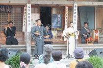 桃林寺でコンサート「杜の祈り」が行われた=23日夕、桃林寺