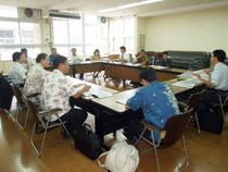 訪日外国人旅行者の受け入れ環境整備事業のミーティングが開かれた=23日午後、市役所