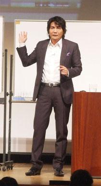 藏本天外氏による講演会が行われた=7日午後、市民会館