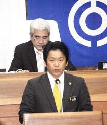 施政方針演説する中山市長=6日午前、市議会
