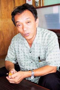 インタビューに答える玉津教育長=7月20日、市教育委員会