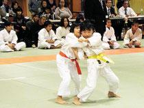小中高生70人が、練習の成果を発揮した=22日、市総合体育館武道場