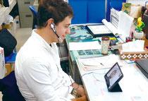 アイパッドを使い、テレビ電話で授業が行われた(11月29日、竹富町教育委員会提供)