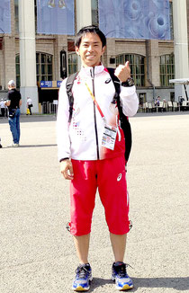 日本選手団のトレーナーとして世界陸上へ帯同した砂川さん=大会のスタジアム前