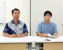 合同記者会見を開いた(右から)森田代表取締役と川満町長=31日午後、離島ターミナル会議室