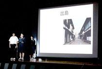 アイパッドを活用して発表する中学生たち=25日午前、竹富小中学校