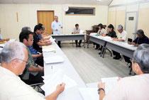 竹富町の交付金事業検討委員会が初会合を開いた=17日午後、町役場