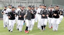 ロッテキャンプがスタート。1、2軍合同で選手ら147人が参加=市中央運動公園野球場