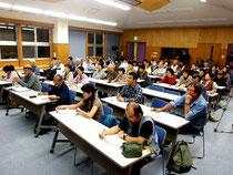 文部科学省へ抗議決議を行った「文部科学省の竹富町教育行政介入に抗議する集会」=3日夜、市健康福祉センター