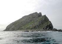 尖閣諸島の南小島(石垣市提供)