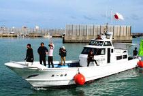 尖閣周辺での釣りを終え、石垣島に戻った「頑張れ日本!全国行動委員会」の漁船=26日午後、石垣漁港