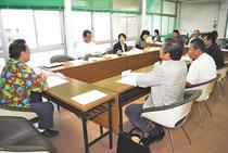 石垣市エコアイランド構想策定委員会の初会合が開かれた=27日午後、市役所