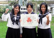 ※入部7ヵ月で九州大会を決めた(左から)砂川七菜花さん、仲間彩貴さん、冨村南妃さん=八重山高校=