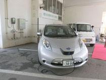 石垣市が3月に導入した電気自動車。充電設備も整備された