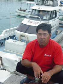 一本釣り漁への影響を訴える名嘉秀三さん=16日