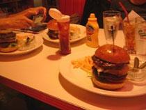 食べる前に写真!ブロガーの基本!      でも早く食べよー!(笑)