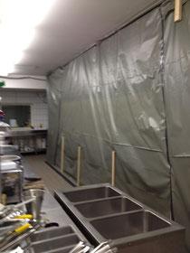 Ansicht der Einhausung vom laufenden Arbeitsbereich der Küche