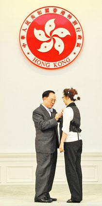 熱烈祝賀 鄧宛霞老師 榮獲 香港特別行政區政府 頒授 榮譽勳章