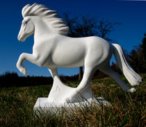 töltendes Islandpferd skulptur