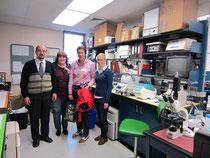 v.lks. Prof. Dr. Urs Giger, Kelly Hair, Andrea Gasch, Ann-Kathrin Brons im Forschungslabor der University of Pennsylvania in Philadelphia, USA.