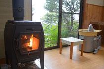 薪ストーブの暖かい工房