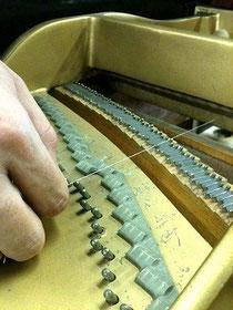 弦を外した状態で弦圧測定
