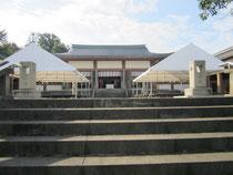 拝殿前の参列者用テント