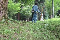 境内の草刈り作業