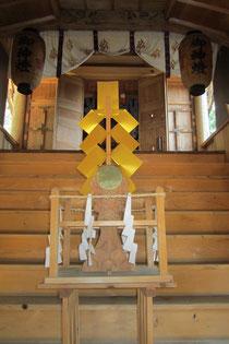 吉原神社の本殿を望む