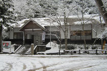 雪景色の神社庁
