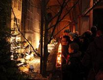 Obwohl Weihnachten vorbei ist, drängeln sich die Menschen in der Kirche, um die Krippe zu betrachten. Foto: Christin Otto