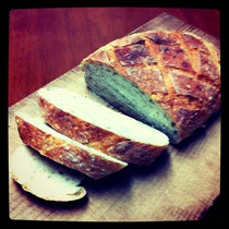 アメリカで食べるようなどっしりライ麦パン♪