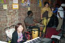 中本さん・NYでレゲエバンドに手演奏中