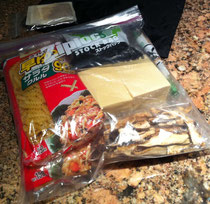 このジップロックに食材を詰め込んでいきました