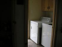 アメリカによくある、典型的な洗濯機(手前)と乾燥機(奥)