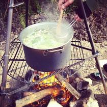 焚き火で料理します!